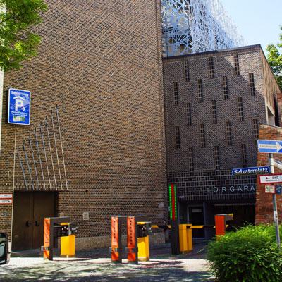 Parkhaus Aussenansicht zur Anfahrt in die Proktologische Praxis München